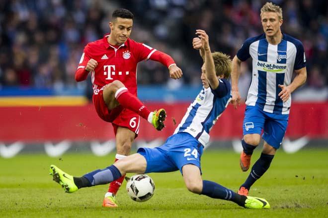 """Video highlight trận Hertha Berlin - Bayern Munich: """"Hùm xám"""" thị uy, chiếm giữ ngôi nhì - 1"""
