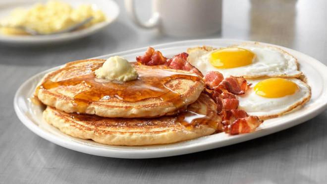 Ngày Tết nếu ăn sáng theo cách này bạn sẽ tăng cân vù vù - 1