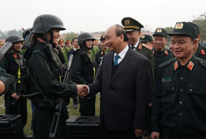 Thủ tướng nói về vụ việc Đồng Tâm khi thăm lực lượng cảnh sát cơ động - 1