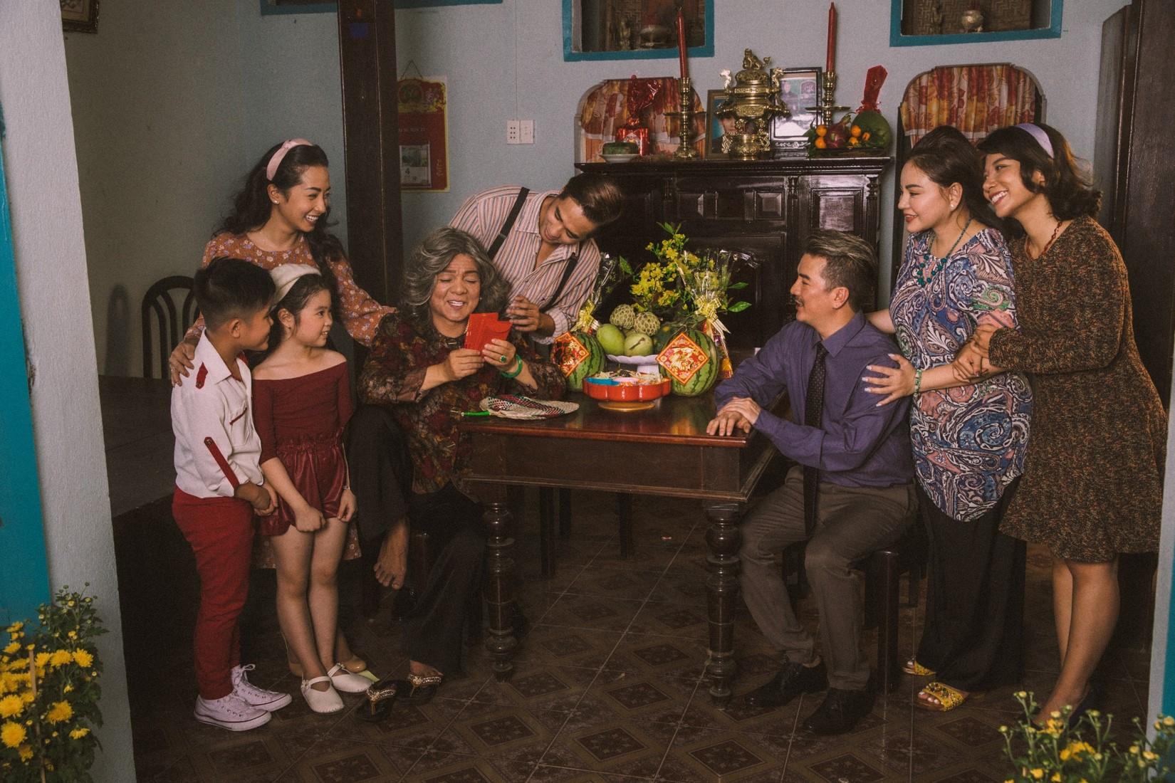 Đàm Vĩnh Hưng khoe ảnh gia đình 4 thế hệ, bất ngờ với thân thế bà xã - 9