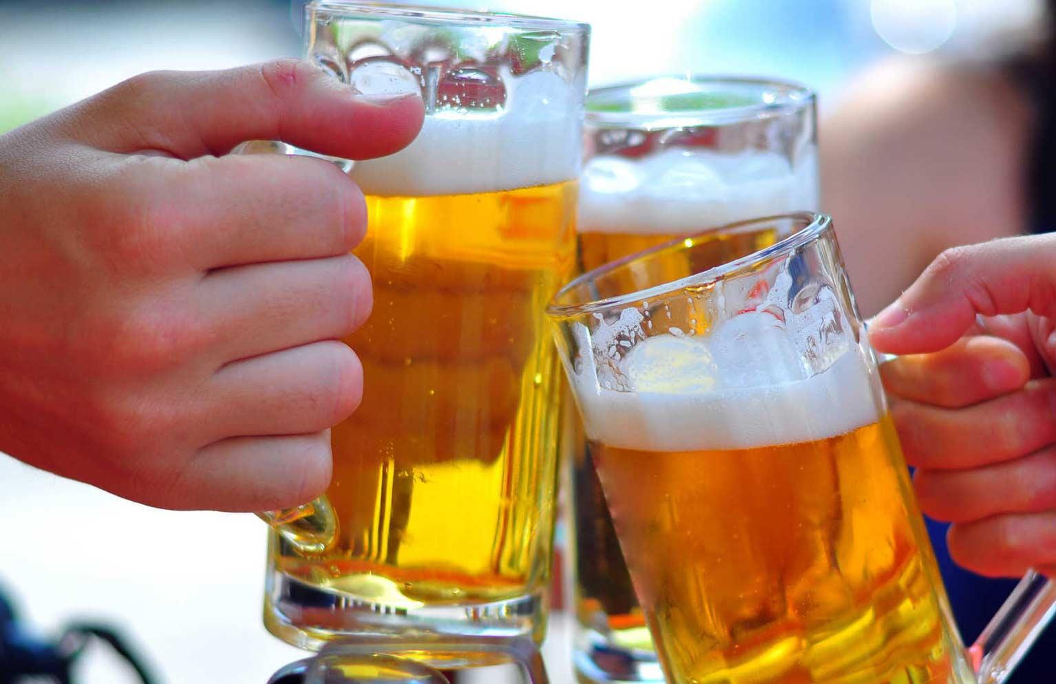 Bộ Y tế khuyến cáo mới nhất về uống rượu bia trong Tết Nguyên đán - 1
