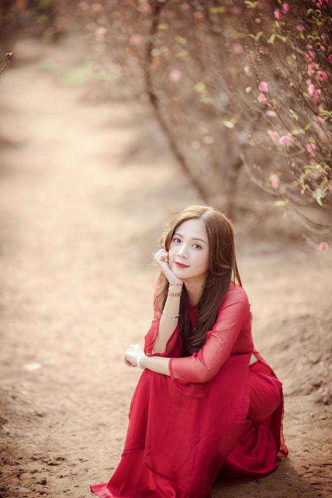 """""""Hot girl đồng phục"""" mặc áo dài rạng rỡ bên hoa đào đón Tết - 2"""