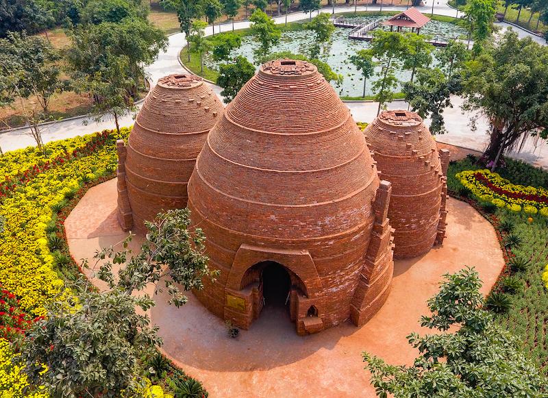 Ngắm tòa tháp bảo vật làm từ hàng ngàn viên gạch cổ 300 năm tuổi - 1