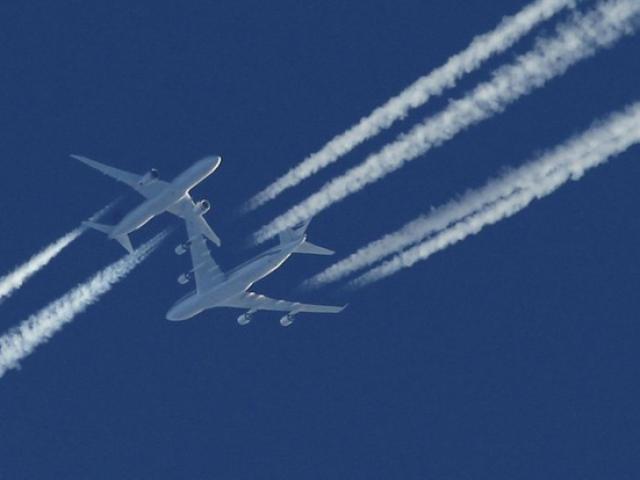 Tại sao máy bay luôn để lại vệt khói trắng trên bầu trời