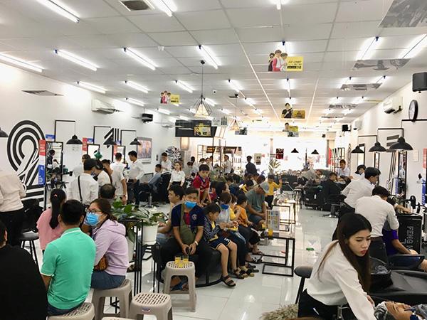 Tháng Tết, chuỗi tóc nam lớn nhất Việt Nam cắt nửa triệu kiểu đầu - 1