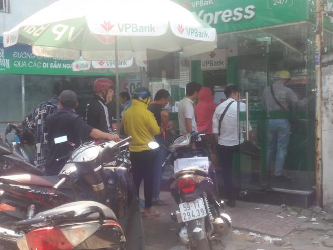Các ngân hàng không được để ATM hết tiền trong dịp Tết - 1