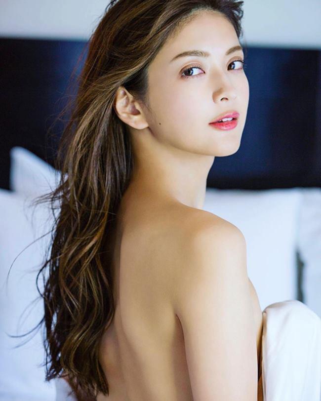 Michiko Tanaka đăng quang ngôi vị hoa hậu Thế giới Nhật Bản năm 2013.
