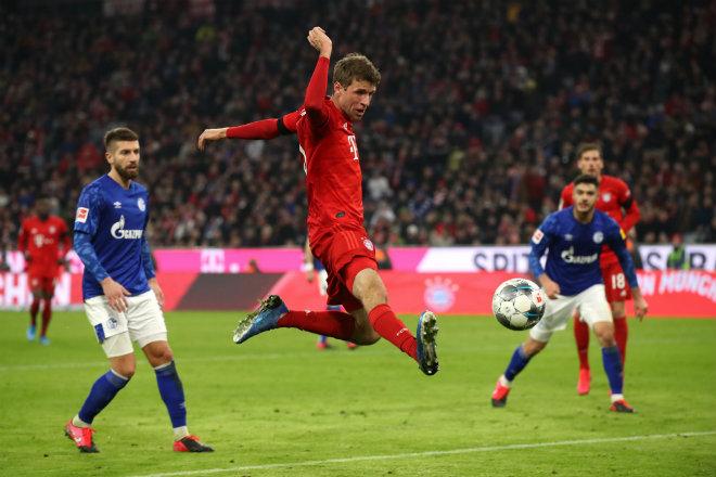 """Video highlight trận Bayern Munich - Schalke: """"Đại tiệc"""" 5 bàn, rực rỡ kỷ lục 34 năm - 1"""