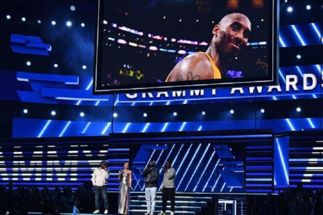 Nghệ sĩ ở Grammy nghẹn ngào tưởng nhớ huyền thoại Kobe Bryant vừa qua đời - 1