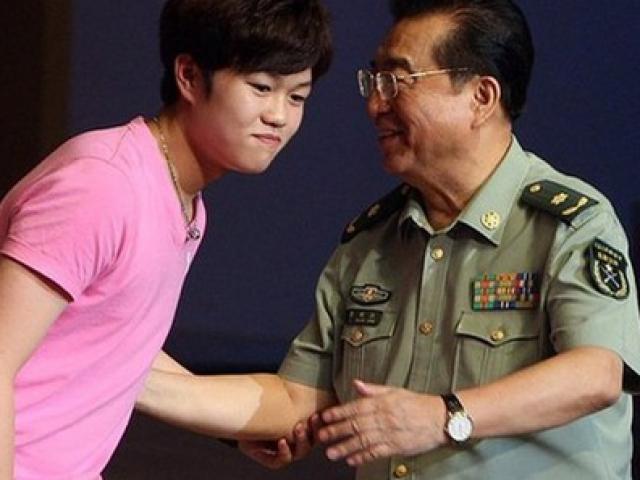 Con trai nhà tướng Trung Quốc coi trời bằng vung, 17 tuổi ngồi tù 10 năm