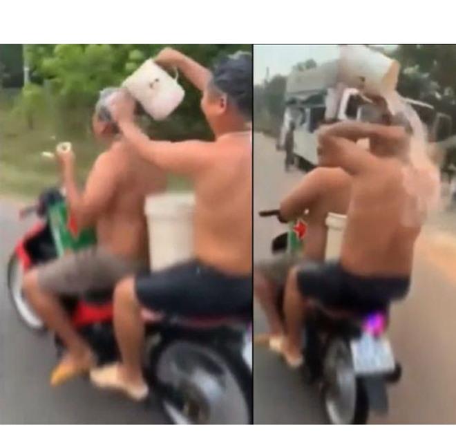 Video hai người đàn ông Việt tắm gội trên xe máy lên báo ngoại - 1