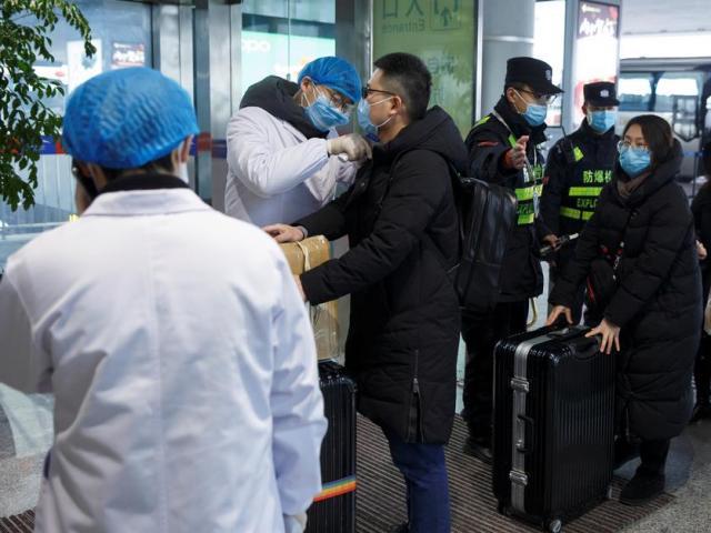 """Đang trong """"bão dịch Corona"""", Đài Loan cấm xuất khẩu trang y tế cho Trung Quốc"""
