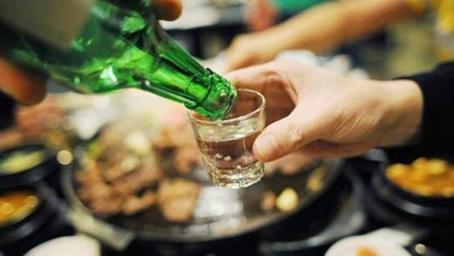 Uống rượu bia muốn lâu say, giảm độc hại hãy áp dụng những mẹo này - 1