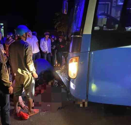 Đâm trực diện xe khách, 3 thanh niên tử vong tại chỗ - 1