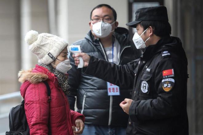 Trung Quốc lý giải nguyên nhân số bệnh nhân mắc Virus Corona mới tăng đột biến - 1