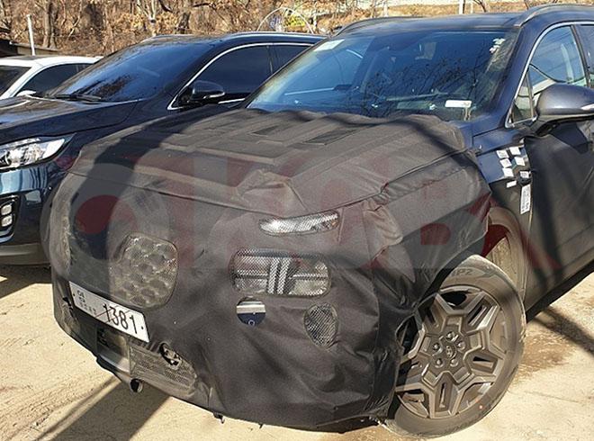 Hyundai SantaFe phiên bản facelift mới lộ ảnh trên đường phố - 1