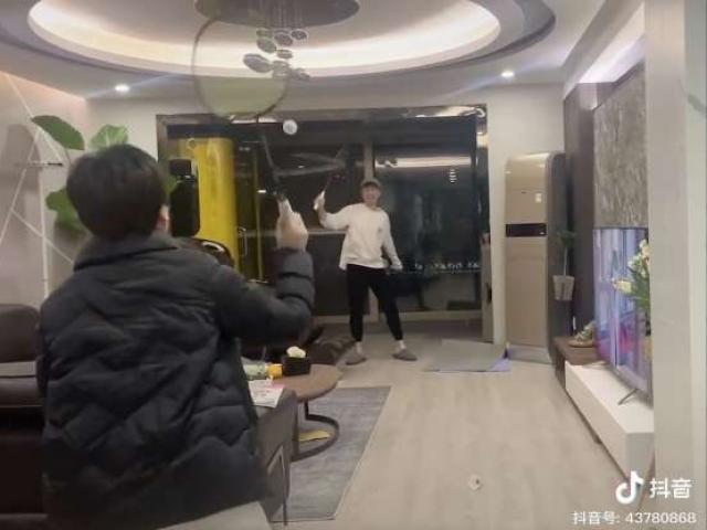 """Cách xả stress của người Trung Quốc khi bị """"giam lỏng"""" trong nhà giữa đại dịch virus Corona"""