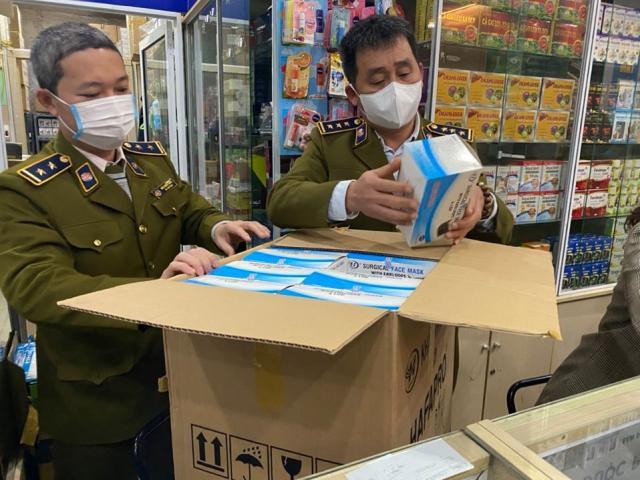 Phó Thủ tướng Vũ Đức Đam: Rút giấy phép ngay lập tức hiệu thuốc tăng giá khẩu trang
