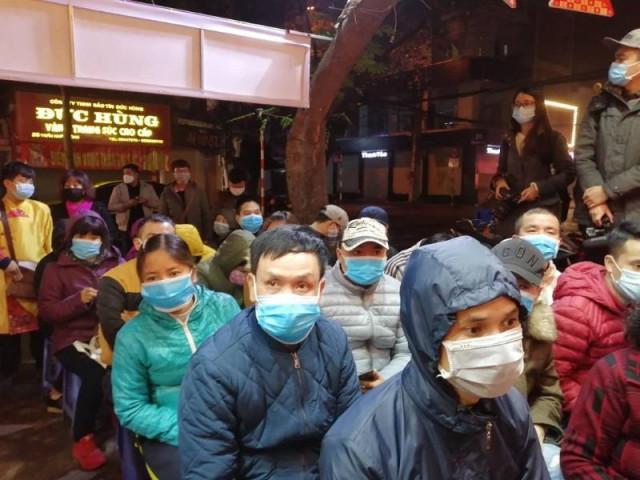 Giữa dịch Corona, người Hà Nội vẫn đi mua vàng từ 3 giờ sáng