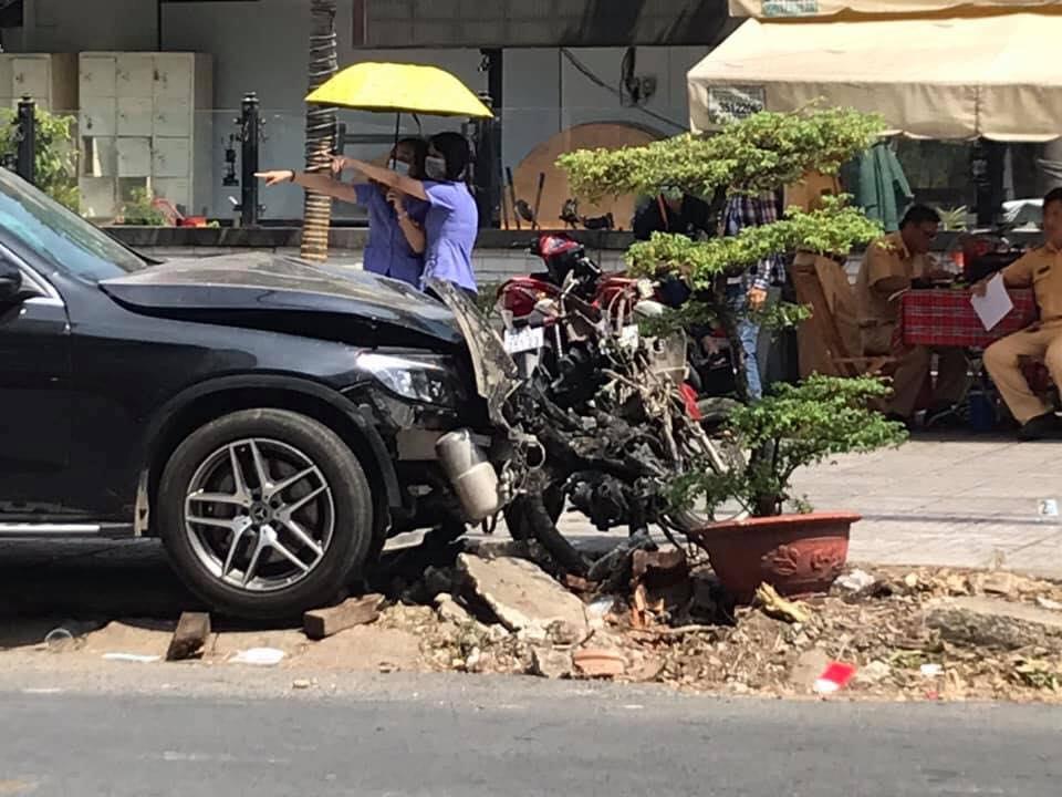 Thực nghiệm hiện trường vụ Mercedes tông chết tài xế GrabBike, làm nữ tiếp viên hàng không trọng thương - 1