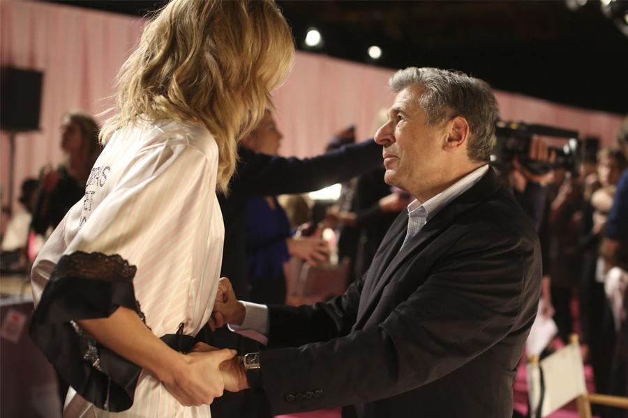 Nước mắt thiên thần nội y: Victoria's Secret bại vì giám đốc quấy rối người mẫu - 3