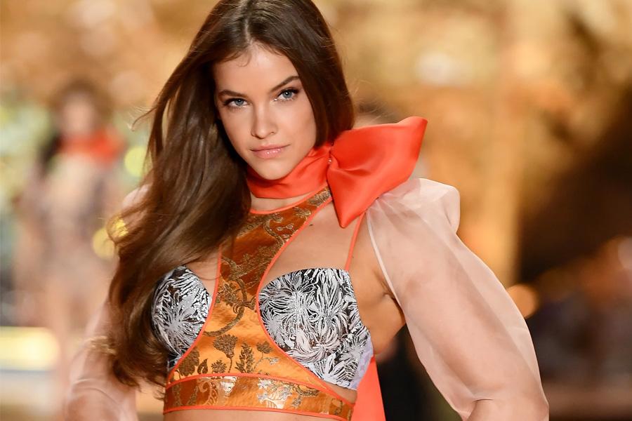 Nước mắt thiên thần nội y: Victoria's Secret bại vì giám đốc quấy rối người mẫu - 14