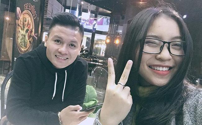 Tình cũ Quang Hải để lộ ảnh ôm ấp, tình tứ với bạn trai mới giàu có - 1