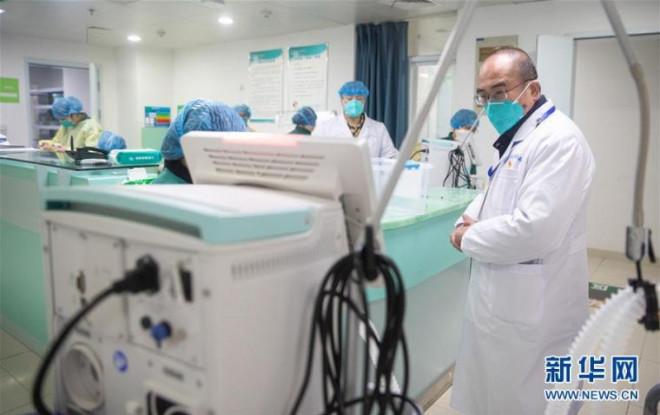 Mắc bệnh sắp liệt, bác sĩ viện trưởng tả xung hữu đột giữa tâm dịch Vũ Hán - 1