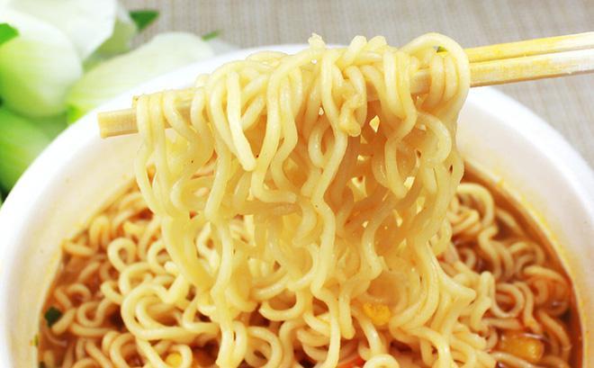 4 sai lầm khi ăn mì ăn liền chống ngán nhiều người mắc gây hại cho sức khỏe - 1