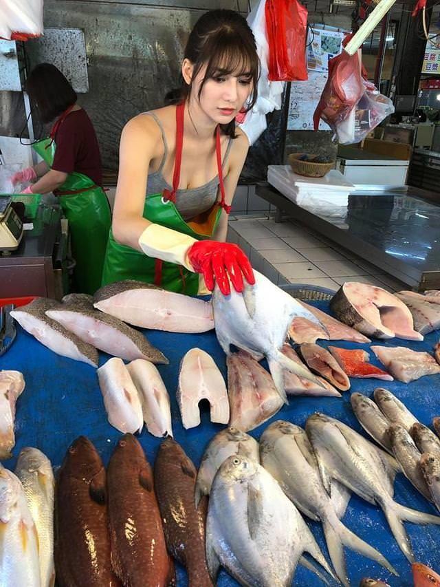 Về quê bán cá cho mẹ, cô gái nghèo đổi đời, cặp với đại gia - 2