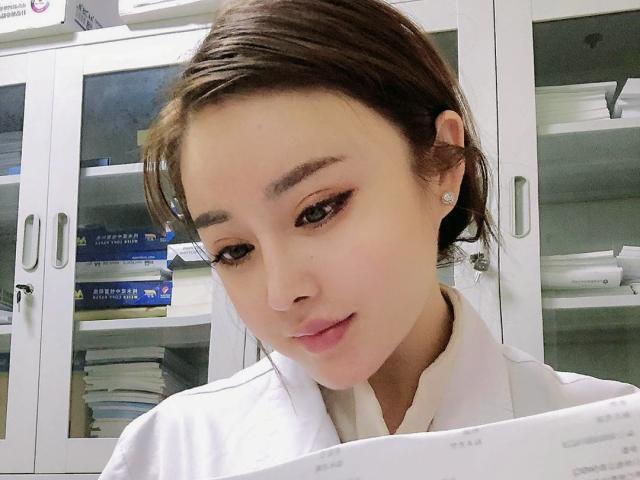 Trung Quốc: Nữ bác sĩ xinh đẹp chữa khỏi cho 170 bệnh nhân nhiễm virus Corona