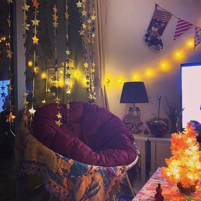 Dịp Giáng sinh vừa qua, Linh Ngọc Đàm tự lên ý tưởng trang trí cho căn hộ riêng của mình.