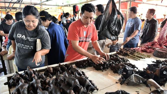 Khu chợ đáng sợ ở Indonesia và nguy cơ lây lan dịch Corona - 1
