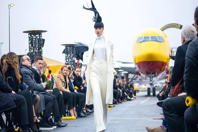 Bộ đôi NTK Vũ Ngọc & Son tổ chức fashion show ở sân bay New York - 1