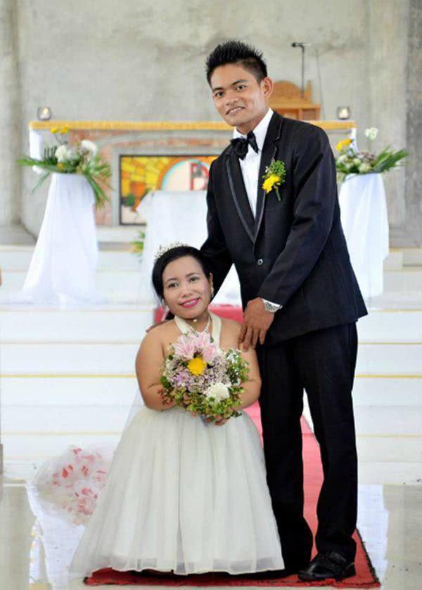Chú rể bất chấp sự cấm cản để cưới cô vợ cao chưa đầy 1m... bây giờ ra sao - 1