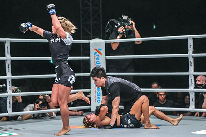 Đối thủ hụt của Bi Nguyễn vừa đánh vừa nhảy múa gây sốc sàn MMA - 1