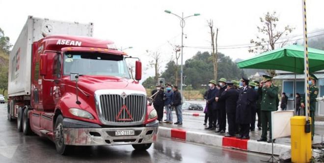 Nhiều chợ biên giới Trung Quốc tiếp tục tạm dừng hoạt động - 1