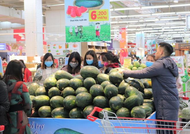 Nhờ đâu siêu thị bán được 1.200 tấn thanh long, dưa hấu chỉ trong 1 tuần? - 1