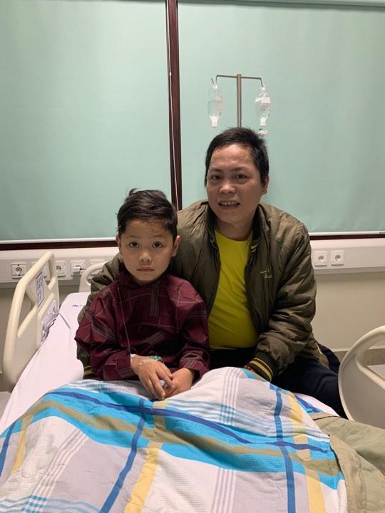 Bé trai 7 tuổi bị vỡ gan do TNGT được các bác sĩ hồi sinh ngoạn mục - 1