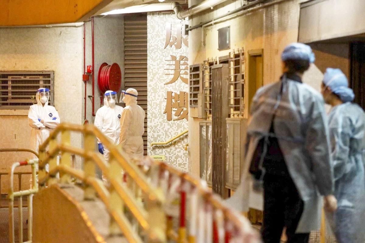 Hong Kong: Virus nCoV bị nghi lây qua đường ống vào toilet, chung cư sơ tán gấp - 1
