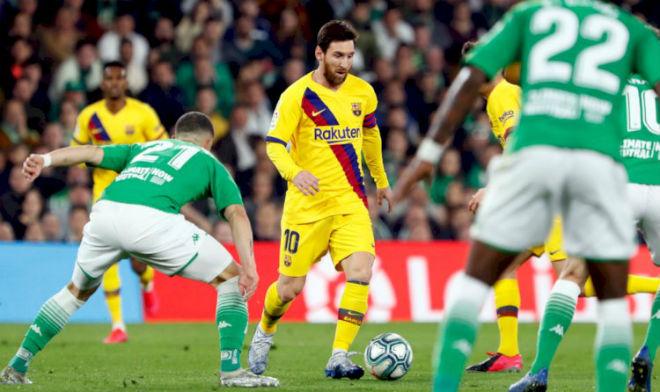 Messi phát cáu: Tệ nhất sau 2 năm ở Barca, bất ngờ bị sao vô danh chọc tức - 1