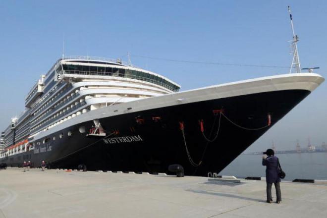 """Virus corona mới: Liên tục bị hắt hủi, du thuyền """"không biết ngày về"""" - 1"""