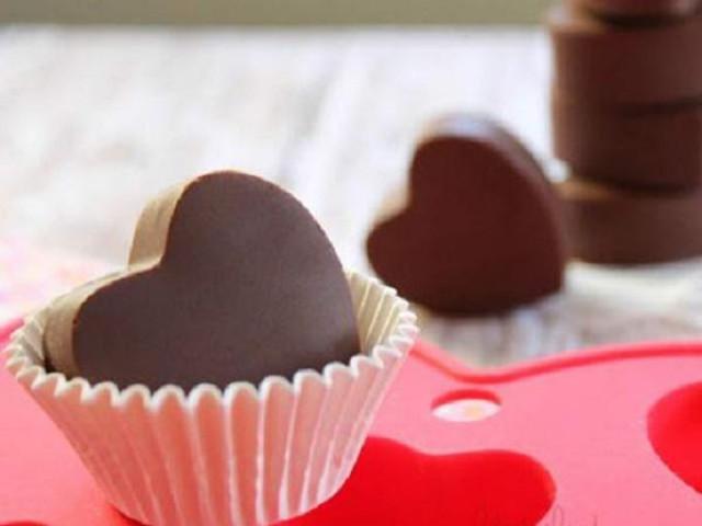 """Ẩm thực - Chàng khiến nàng """"ngẩn ngơ"""" với socola trái tim tự làm"""