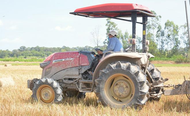 Nông dân miền Tây đánh giá cao dòng máy kéo Yanmar YM3: máy khỏe, chạy nhanh, thiết kế đẹp - 1