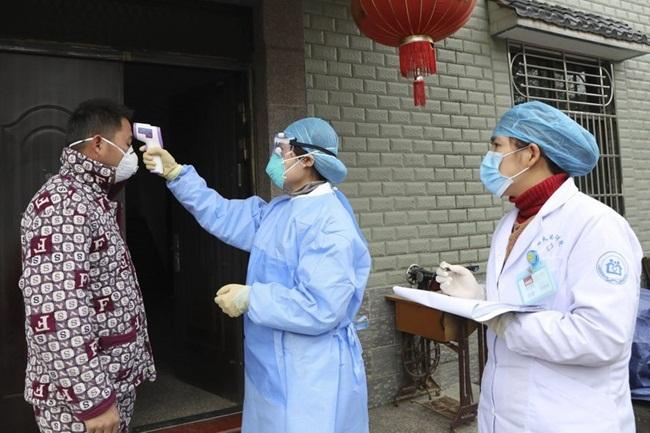 Cách đây không lâu, huyện Chính Định, Hà Bắc, Trung Quốc treo thưởng 1000 nhân dân tệ (3,3 triệu đồng) cho những ai báo cáo người từ Vũ Hán đến mà chưa đăng ký với cơ quan chức năng.
