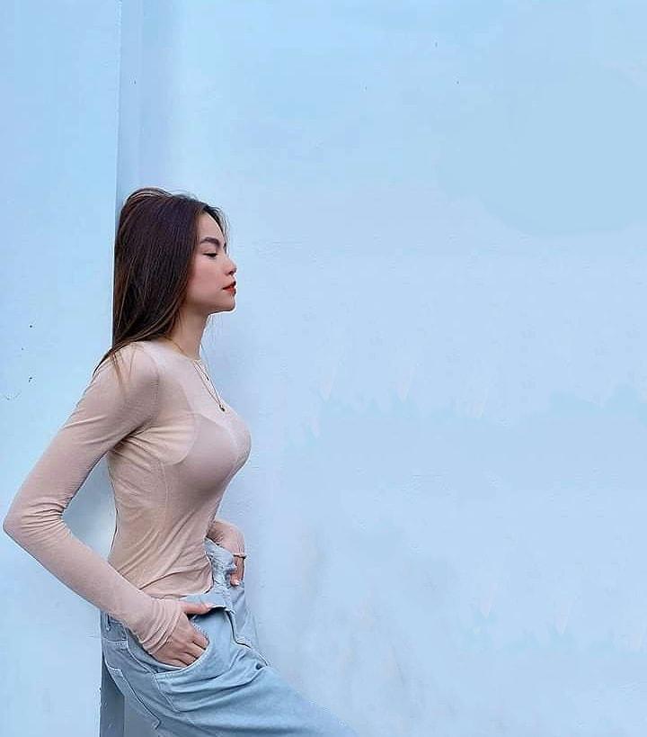 Hà Hồ mix quần toang cúc với áo mỏng, Quang Linh chỉ lo cô trúng gió - 3