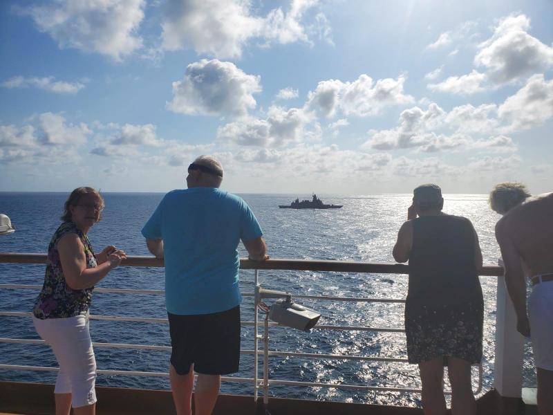 """Thái Lan điều tàu chiến bám sát nút chiếc du thuyền """"bị hắt hủi"""" vì virus Corona - 1"""