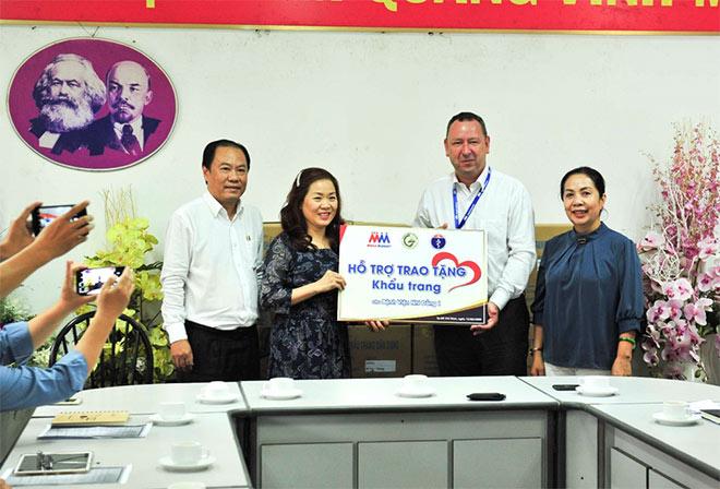 MM Mega Market Việt Nam tặng 20,000 khẩu trang cho bệnh viện Nhi đồng 1 - 1