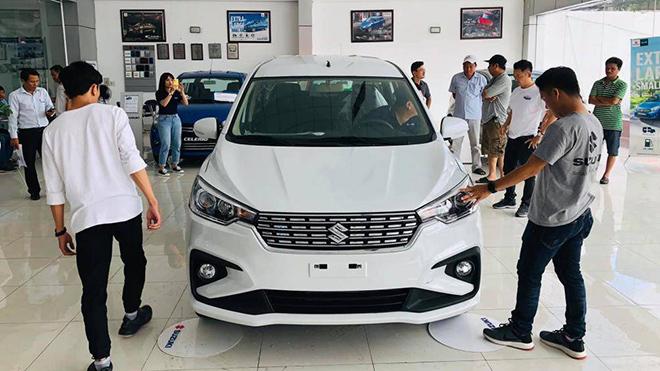 Thị trường ô tô Việt Nam tuột dốc, giá xe có giảm? - 1