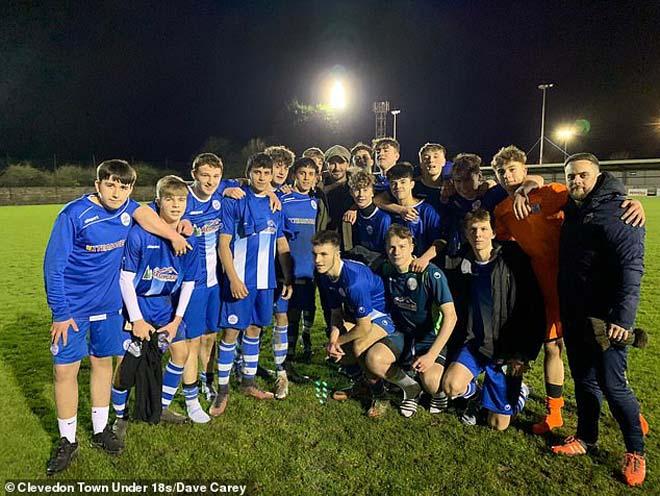 Tin HOT bóng đá tối 13/2: David Beckham náo loạn sân bóng làng - 1